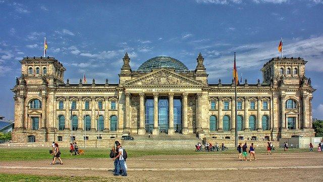 לבקר בבניין הרייכסטאג בברלין